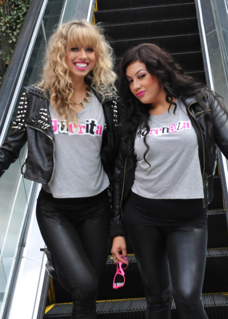 Holly and Nelly güerita morenaza t-shirts