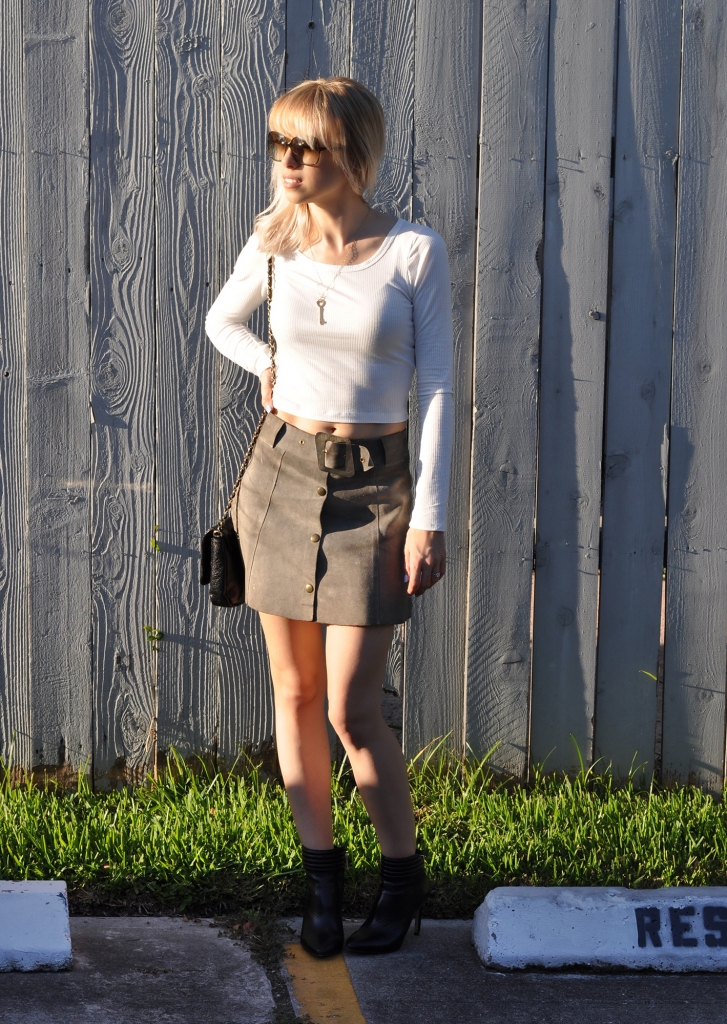how to style a suede mini skirt