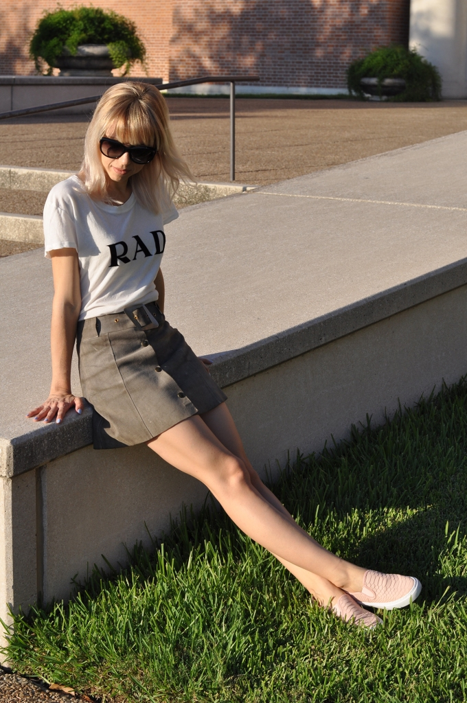 Superholly shows a casual way to style a suede skirt